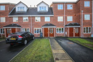 House to Let in Golborne