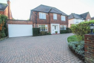 House to Let  in Sutton