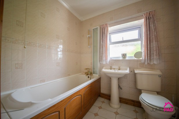House For Sale in Wargrave Road, Newton Le Willows | Jump-Pad – Newton-le-Willows - 11
