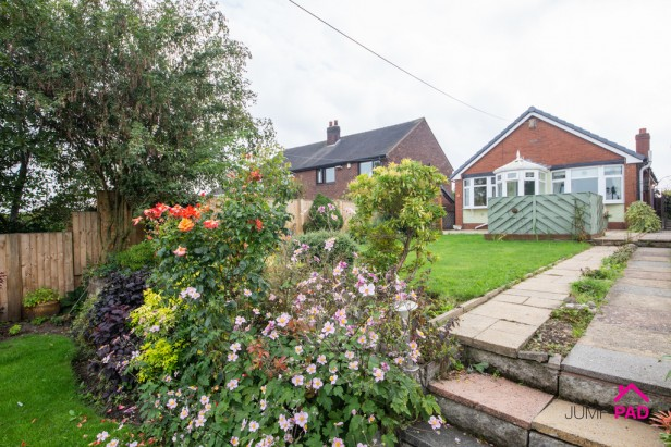 Bungalow For Sale in Liverpool Road, Haydock   Jump-Pad – Newton-le-Willows - 1