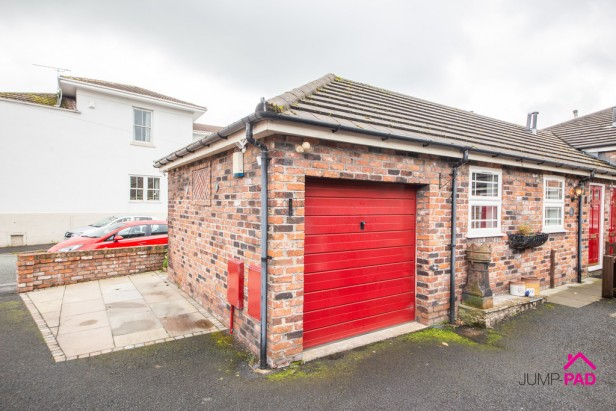 Bungalow To Rent in Rob Lane, Newton-le-Willows | Jump-Pad – Newton-le-Willows - 1