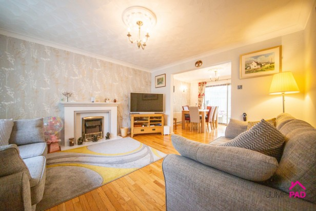 House For Sale in Bradlegh Road, Newton-le-Willows | Jump-Pad – Newton-le-Willows - 2