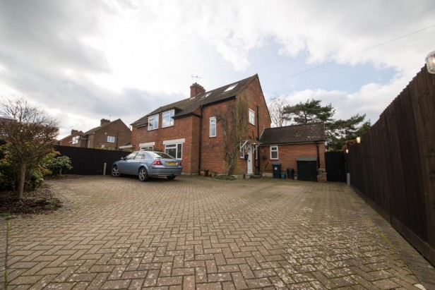 House To Rent in Blanchmans Road, Warlingham | Jump-Pad – Newton-le-Willows - 1