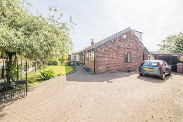 Bungalow For Sale in Crow Lane West, Newton-le-Willows | Jump-Pad – Newton-le-Willows - 1