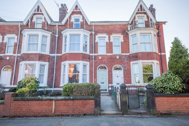 House For Sale in Grosvenor Road, Taylor Park   Jump-Pad – Newton-le-Willows - 1