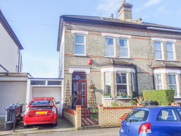House For Sale in Quadrant Road, Thornton Heath   Jump-Pad – Newton-le-Willows - 1