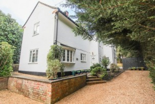 House to Let  in Camberley